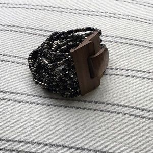 Stretch bracelet with wood closure